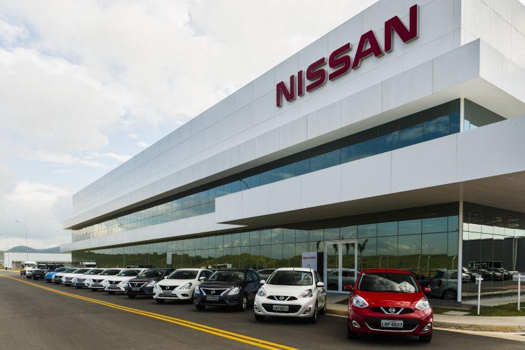 Nissan suspende desenvolvimento conjunto de carros de luxo com a Daimler