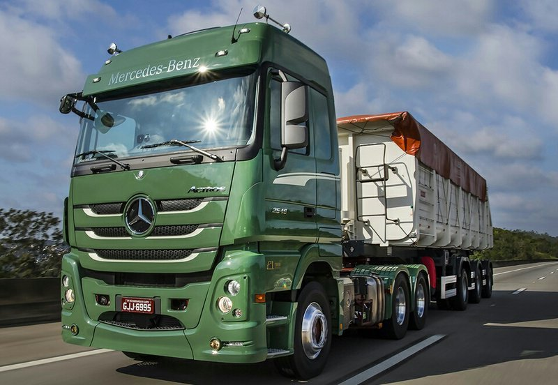 Fenatran recebe novidades do mercedes actros autos novos for Mercedes benz marketing mix