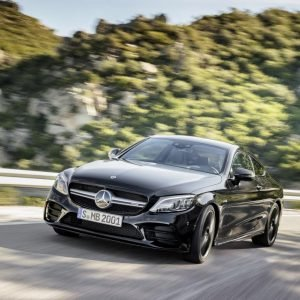 Mercedes-Benz Classe C 2019 ganha novo visual